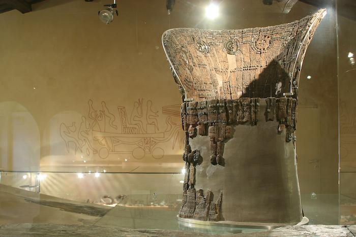 trono in legno